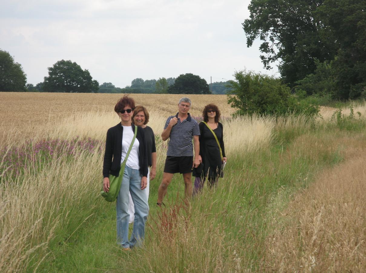 Camminare tra i campi in Inghilterra