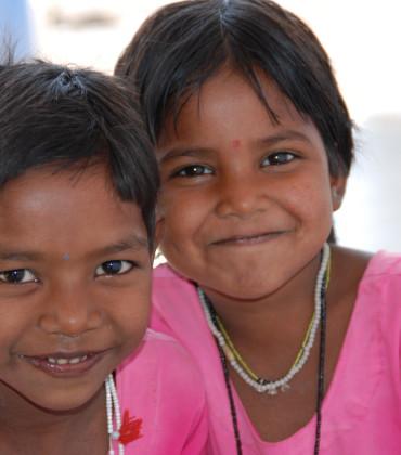 Una nonna, l'India e tanti bambini
