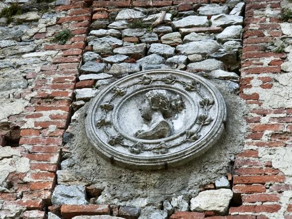 Medaglione che ritrae Margherita Pusterla, nel Castello di Invorio