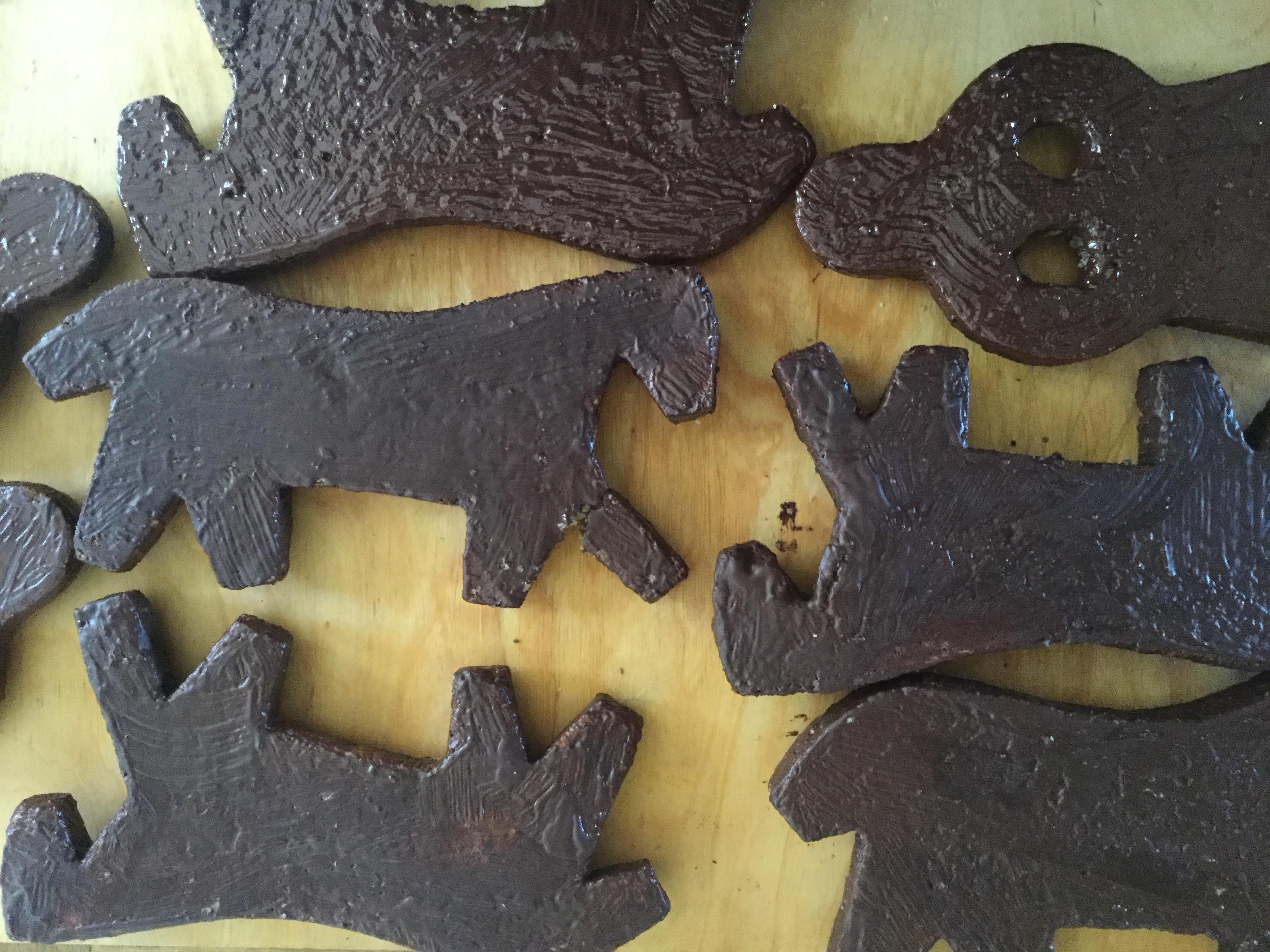 cavalli e pupe ricoperti di cioccolato