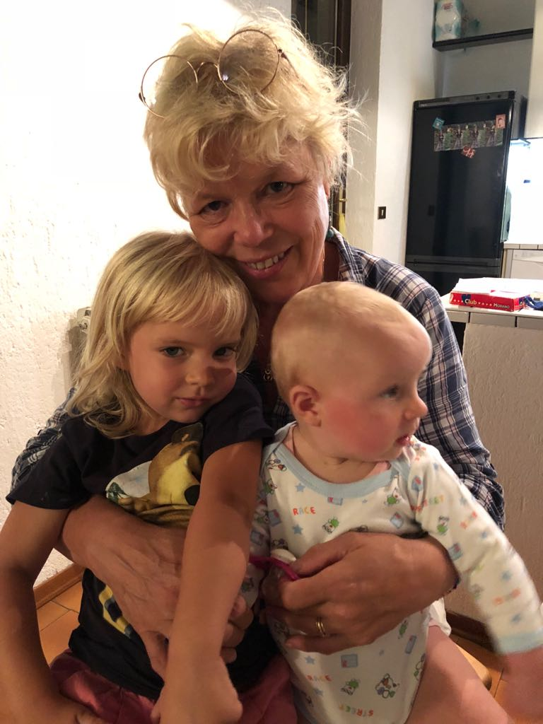 nonna Tineke con Emma e Camilla