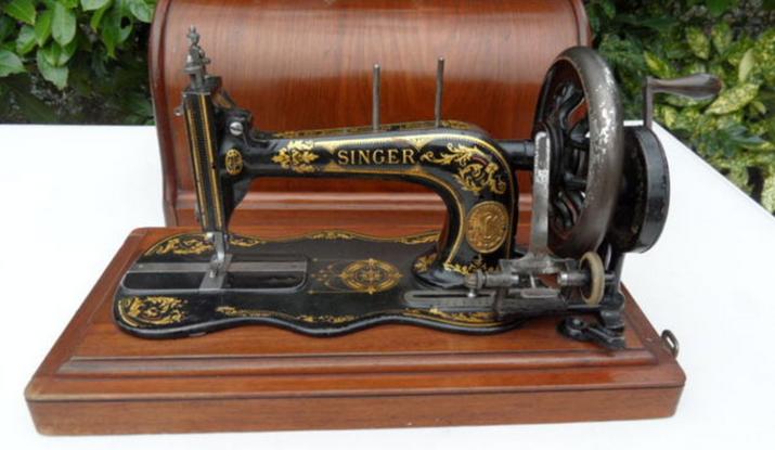 macchina da cucire antica portatile a manovella