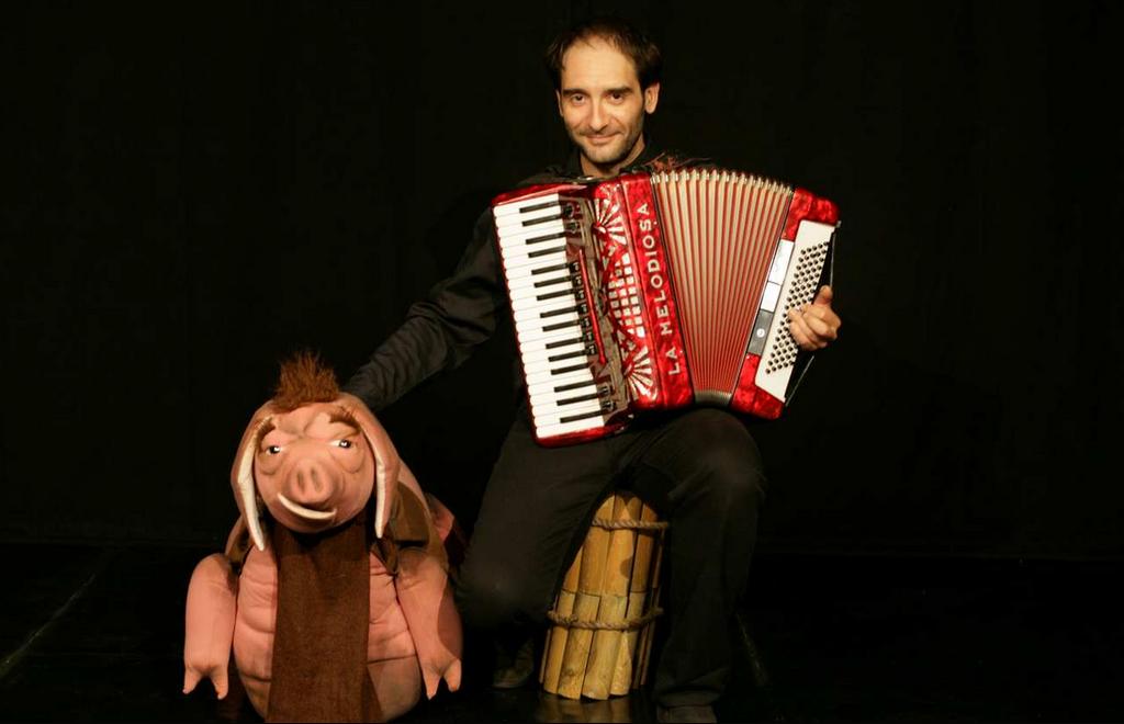 Beppe Rizzo con la fisarmonica, il Principe bestia