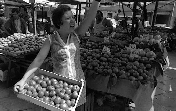 Rosa Balistreri al mercato a Firenze