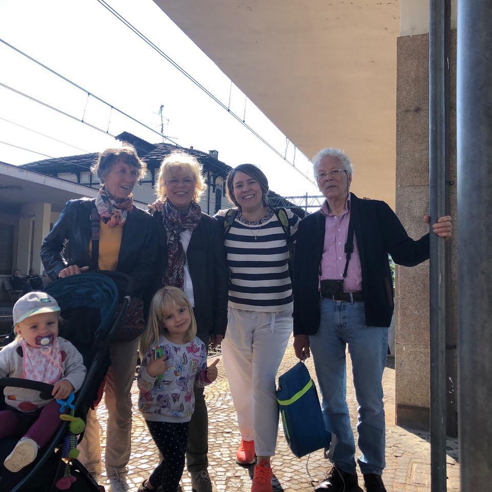 selfie famiglia alla stazione