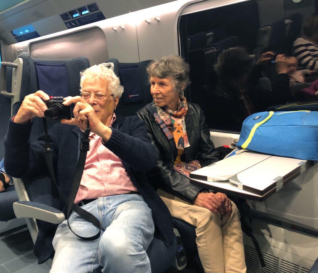 il bisnonno fotografa a bordo del trenino delle Centovalli