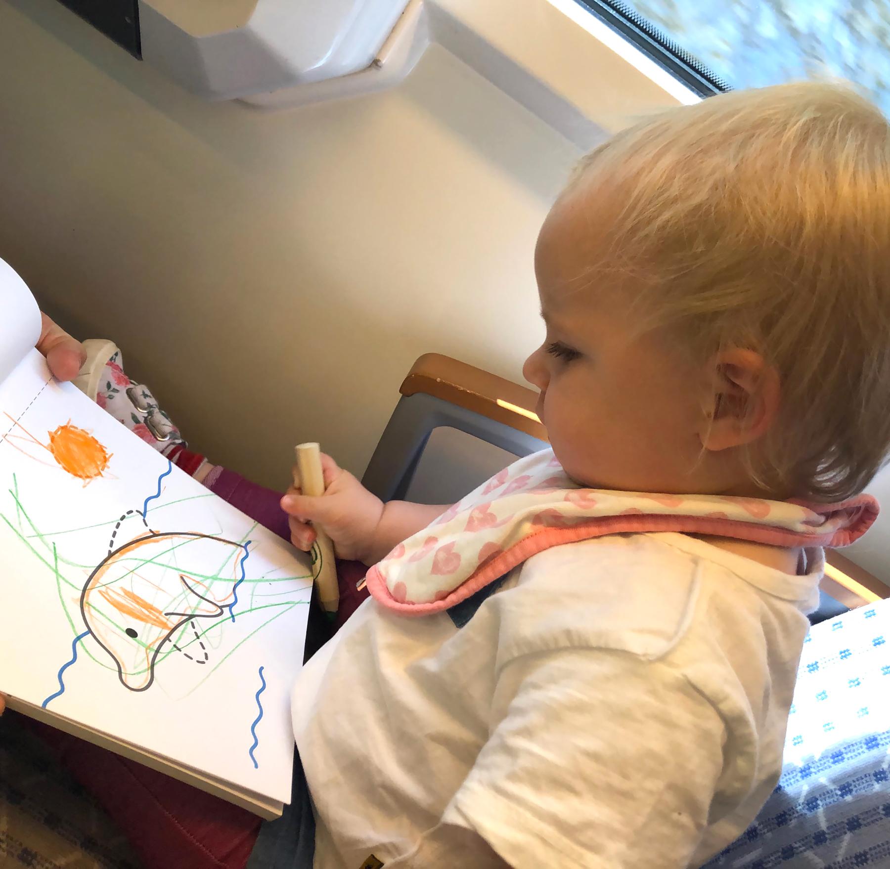 Camilla disegna