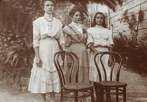 nonna Emma e figlie 1905