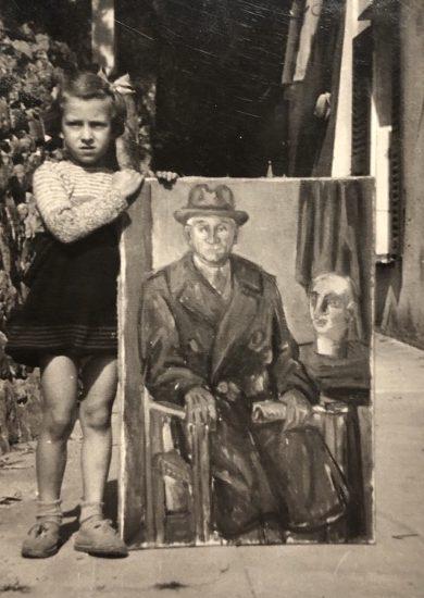 Paola bambina e il ritratto di nonno Carletto