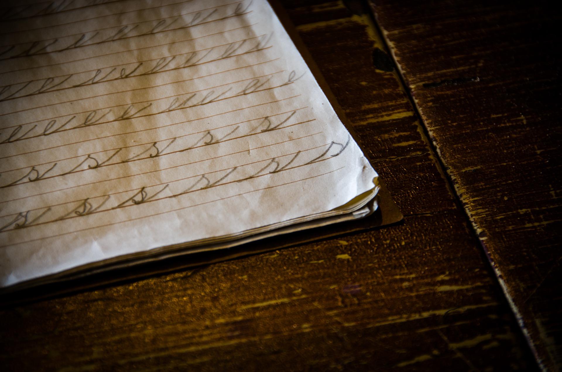 ricordi di scuola: quaderno e banco