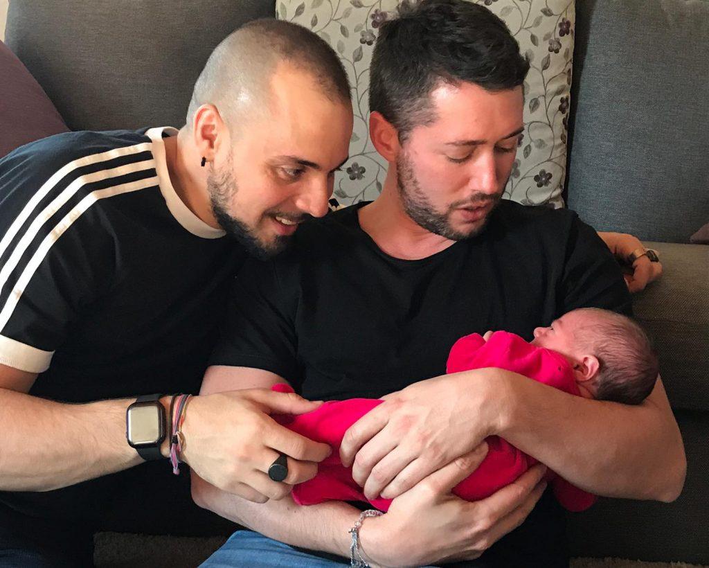 zio Andrea e zio Federico con la nipotinaa