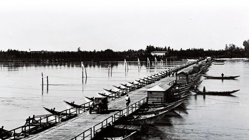 ponte di barche, dove era guardiano il bisnonno Domenico